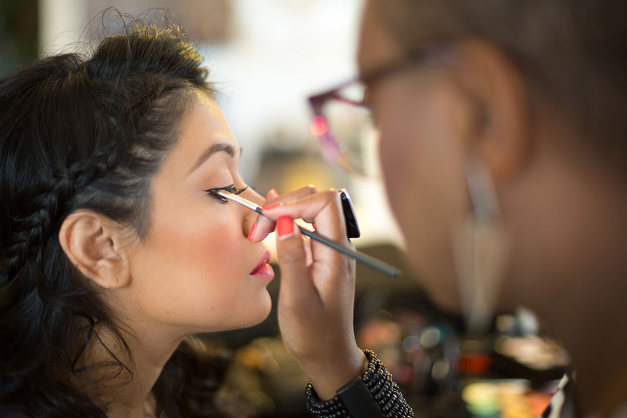 how to become a certified makeup artist